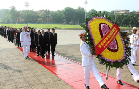 Party and State leaders pay tribute to late President