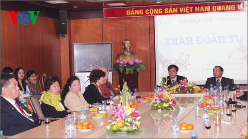 Activities underway to welcome overseas Vietnamese back for Tet