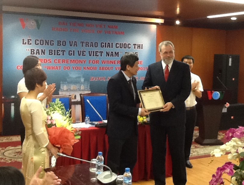 "Prizes awarded for VOV's contest ""What do you know about Vietnam?"""