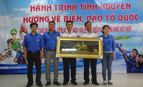 Binh Thuan, Vinh Long youths join journey for national sea and islands