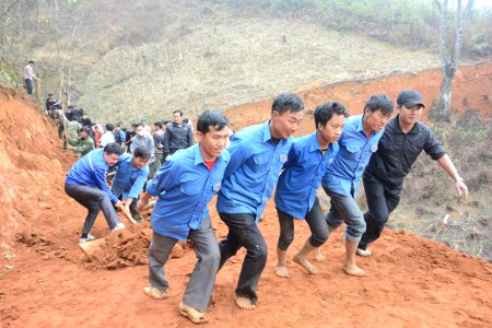 Yen Bai youths join in new rural development effort