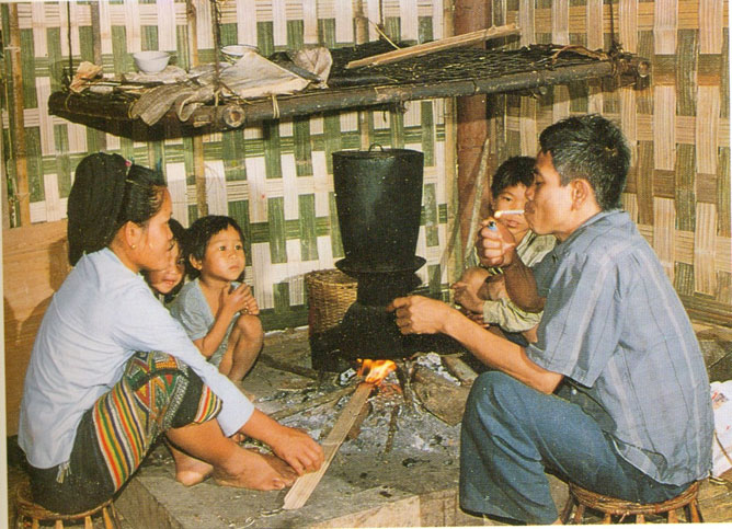 Ơ Đu ethnic people in Nghệ An province trying to preserve their mother tongue