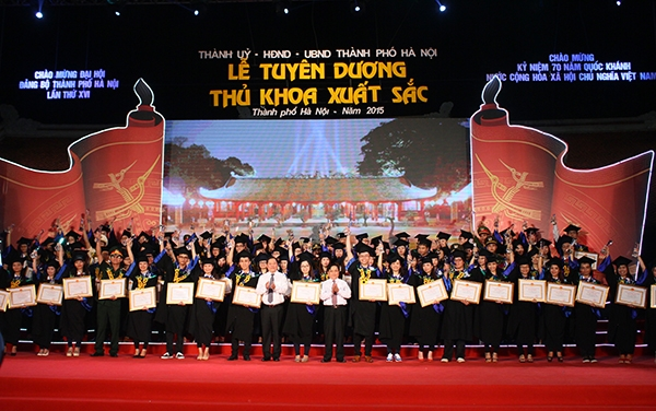 Hanoi to honor 100 outstanding valedictorians at the Temple of Literature