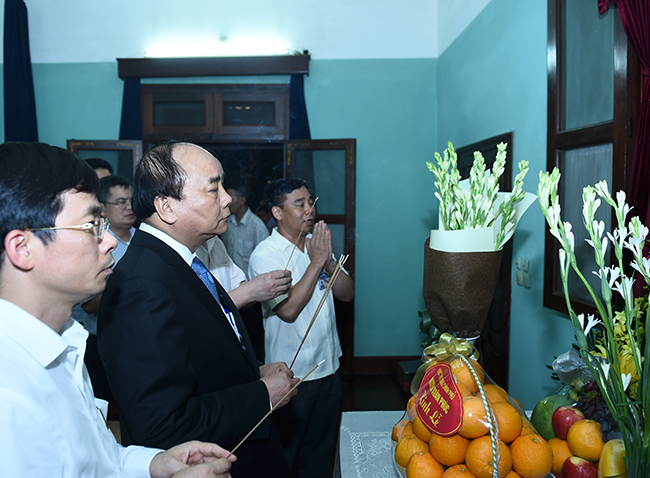 Prime Minister commemorates late President Ho Chi Minh