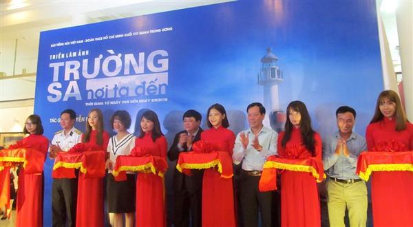 Photo exhibition on Truong Sa islands opens in Hanoi