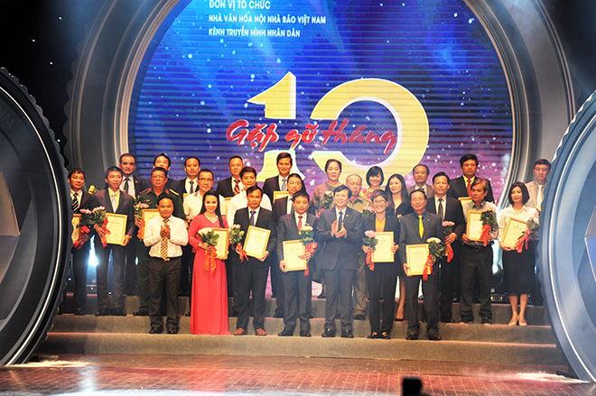 Journalists honor business people