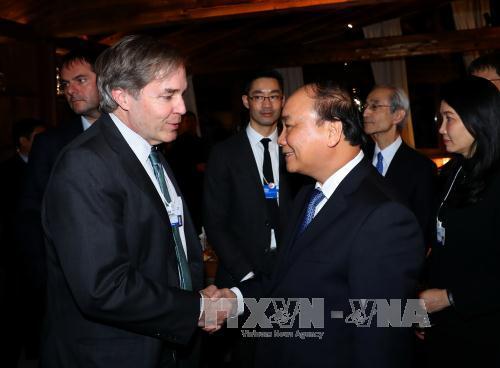 PM Nguyen Xuan Phuc meets WEF Managing Director Philipp Roesler