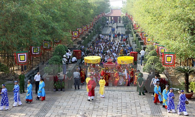 HCM City presents Tet offering to nation founders