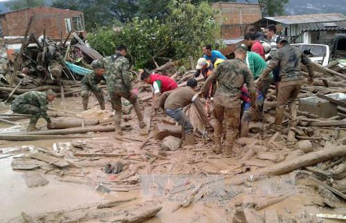 Rescue efforts continue for Colombia's landslide victims