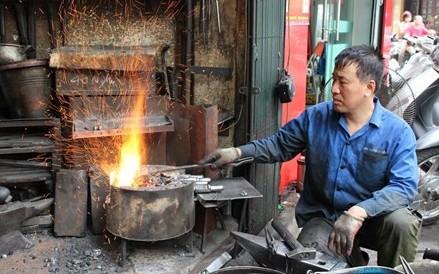ハノイ旧市街でただ一人の鍛冶職人