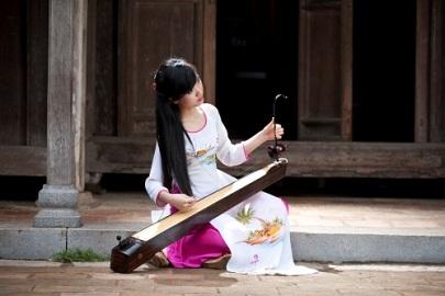 ベトナムの一弦琴ダンバウ