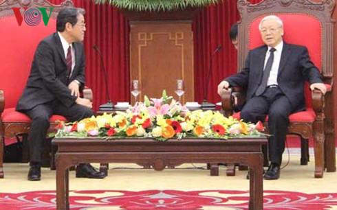 チョン共産党書記長、在ベトナム日本の梅田邦夫大使と会見