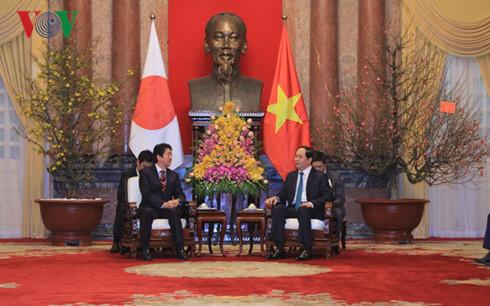 クアン国家主席、日本の安倍首相と会見