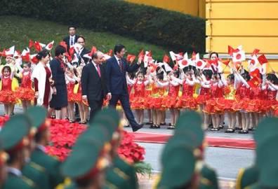 安倍首相夫妻、ベトナム訪問を終える