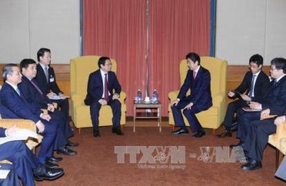 安倍首相、越日友好議員グループ会長と会見