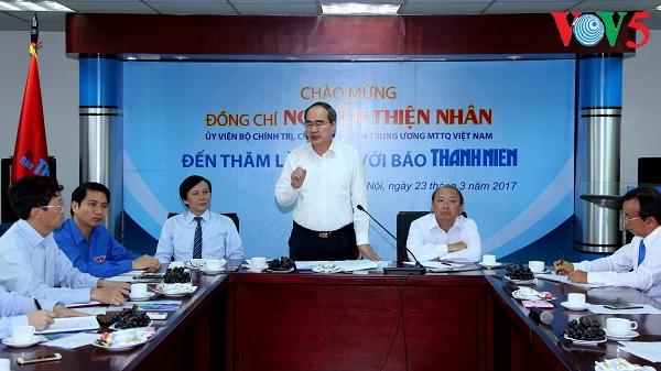 祖国戦線のニャン議長、タインニェン紙の本部を訪れる