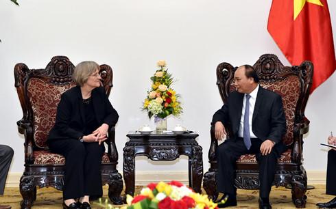 フック首相、ハーバード大学学長と会見