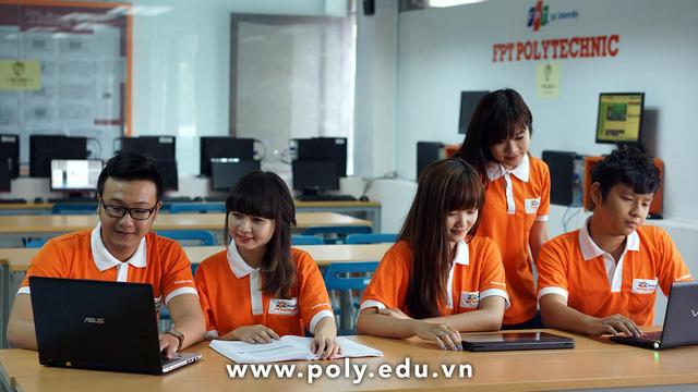 阮邓武帮助大学毕业生找工作
