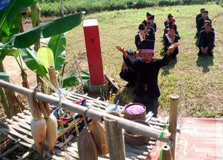 克姆族的信仰文化
