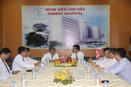 越共中央宣教部部长武文赏向大水镬医院医务人员和胡志明市电视台工作人员致以新春祝福