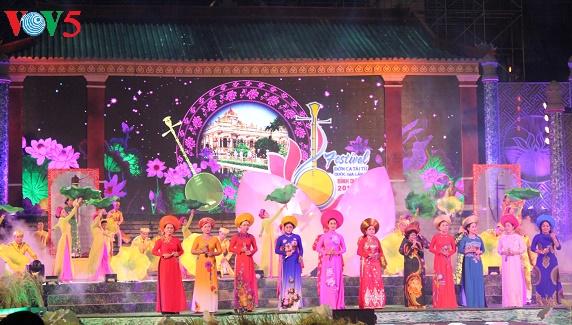 越南南部才子弹唱优秀艺人交流会举行