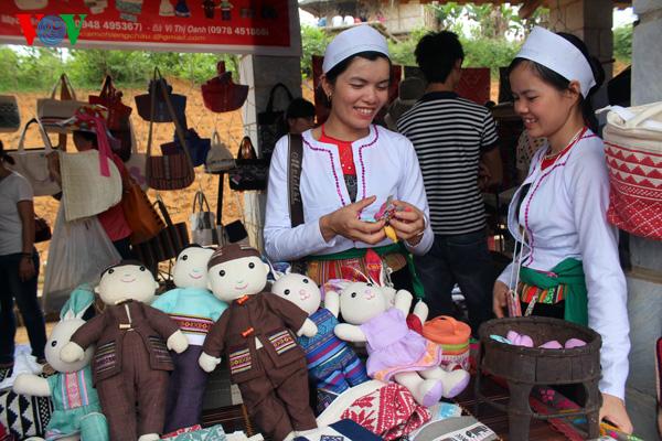 Unique weaving of the Muong