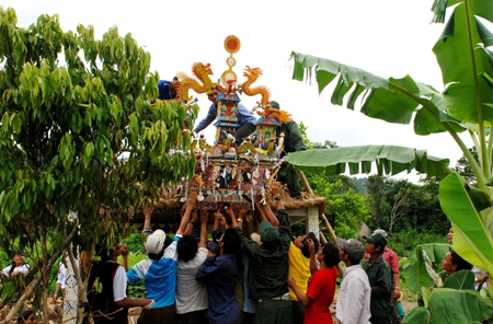 Grave leaving ceremony of the Raglai
