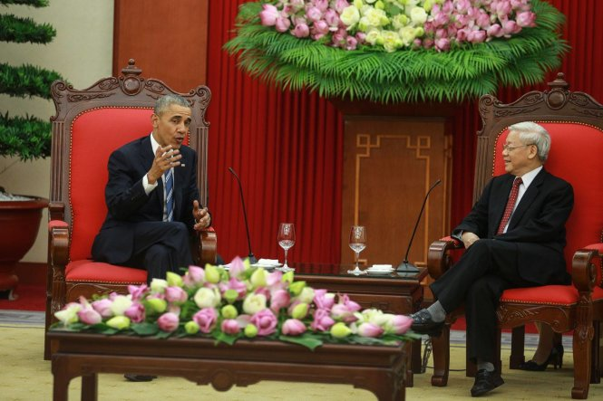Party leader Nguyen Phu Trong  receives President Barack Obama