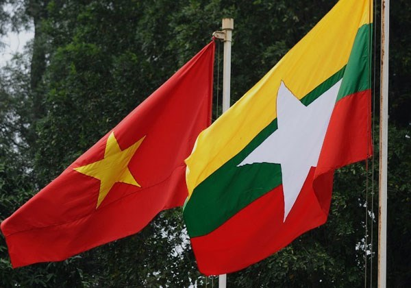 Deputy Foreign Minister Vu Hong Nam works with Myanmar's Foreign Ministry