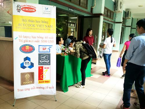 60 exemplary students receive Acecook Vietnam scholarship