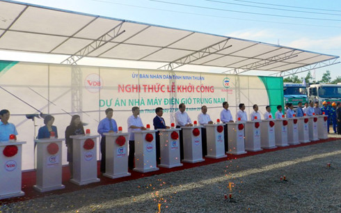 Ninh Thuan begins construction of first wind-power plant