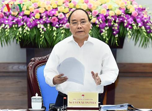 PM Nguyen Xuan Phuc: regaining confidence in national economy