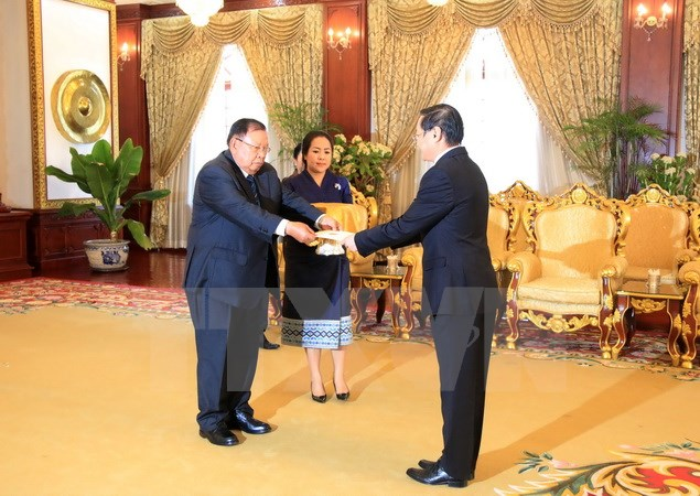 Vietnamese Ambassador submits credential letter to Lao President