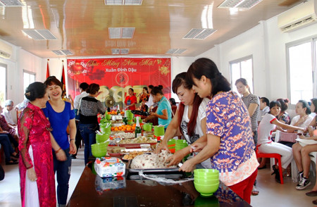 Vietnamese in Angola and Czech welcome New Year 2017