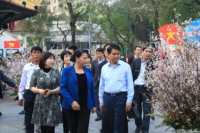 NA Chairwoman visits cherry blossom festival