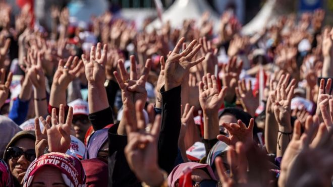 Turkey referendum on presidential powers under way