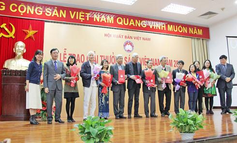 九十本书荣获2016年越南图书奖