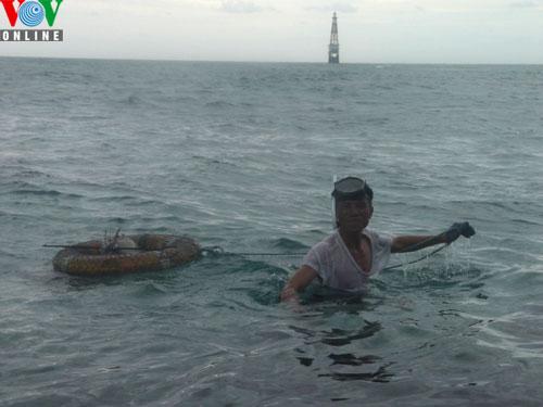 Catching amberjacks on Truong Sa islands