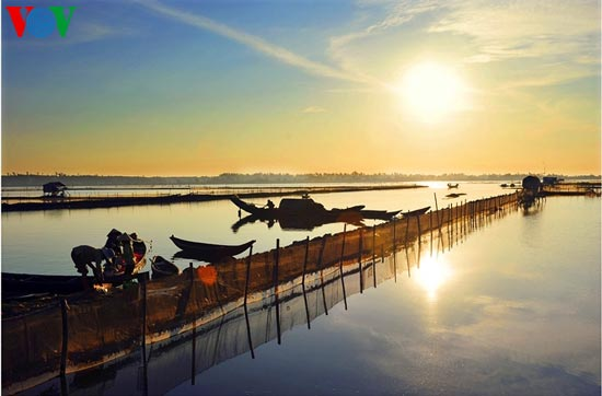 Romantic scenery at Tam Giang Lagoon