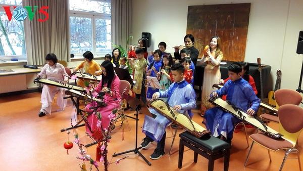 Giữ hồn Việt nơi đất khách: Khẳng định Giá trị Việt bằng âm nhạc dân tộc