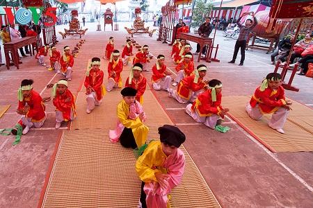 Về quê hương Chử Đồng Tử xem trẻ con múa Lễ Chữ dâng Thánh