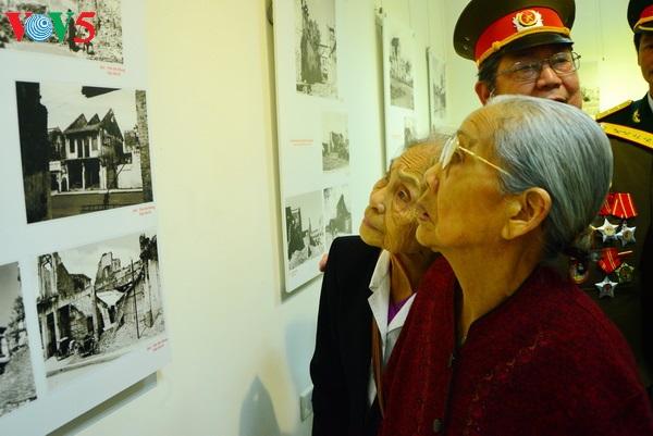 """Triển lãm ảnh lịch sử """"Hà Nội sau 60 ngày đêm huyết lệ"""""""