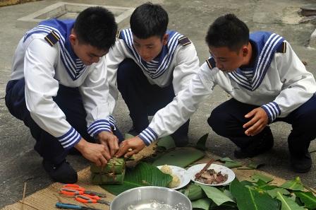 Das Tetfest der Soldaten und Einwohner auf der Inselgruppe Truong Sa