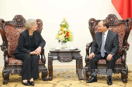 Premierminister Nguyen Xuan Phuc empfängt Harvard-Präsidentin Drew Gilpin Faust