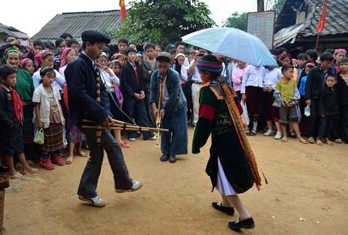 Pekan Budaya-Pariwisata Festival pasar asmara Khau Vai tahun 2015