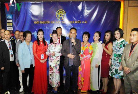 Memperingati Hari Pembebasan Ibukota dan Kongres Asosiasi Orang Kota Hanoi di Jerman