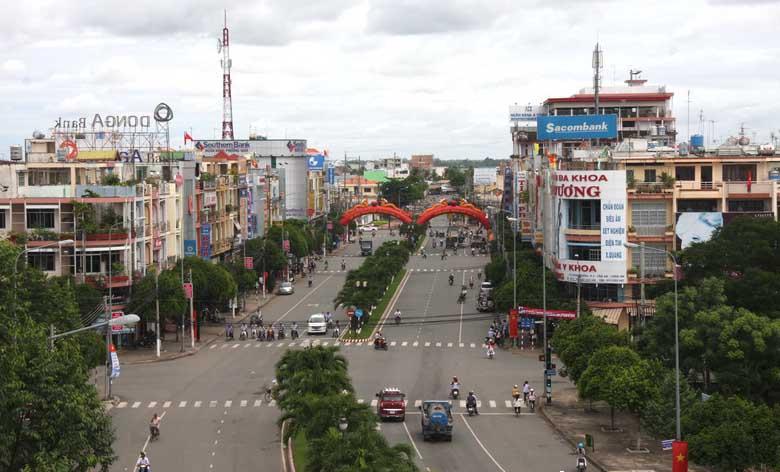 rovinsi Long An berupaya menyerap investasi untuk membangun dan mengembangkan sosial-ekonomi