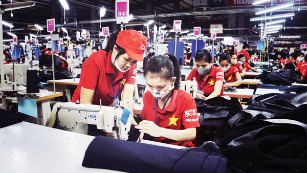 Mengembangkan peranan ekonomi swasta dalam membangun dan mengembangkan perekonomian Vietnam