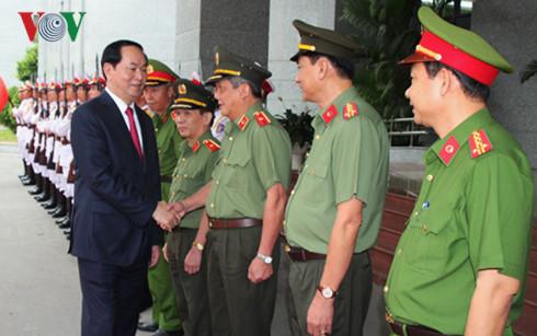 Presiden Tran Dai Quang melakukan temu kerja dengan angkatan bersenjata di kota Ho Chi Minh