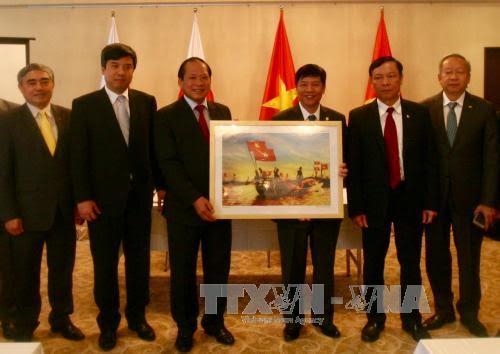 """Kementerian Informasi dan Komunikasi Vietnam menyerahkan pameran foto dan promosi film """"Menemukan Vietnam 2017"""" di Jepang"""